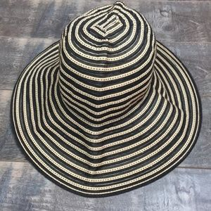 Accessories - Black and tan floppy sun hat